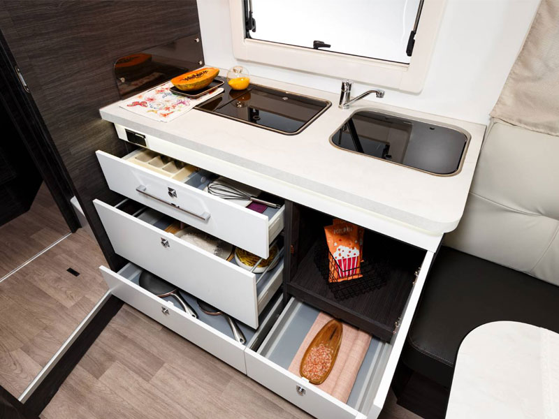 cassetti della cucina del camper benimar