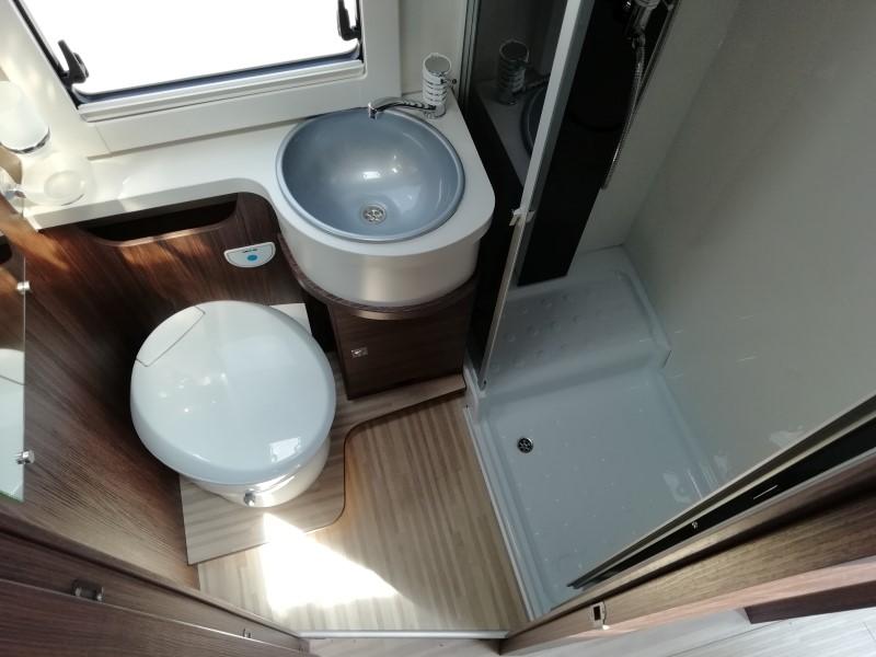 maxi bagno e doccia separata dei camper benimar